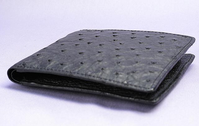 オーストリッチ二つ折り財布・コンパクト(クロ)