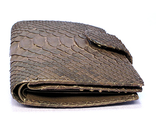 パイソン二つ折り財布・ベロ付(茶)